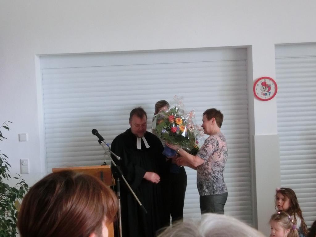 Pfarrer Köglmeier dankt Frau Gaber